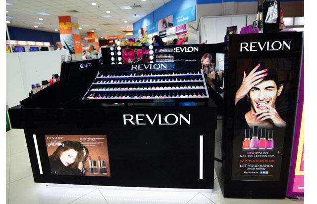 Unforgettable Glamour Revlon Kiosk