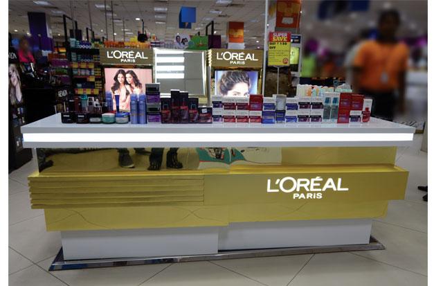 Glowing Gold L'Oreal Paris Kiosk
